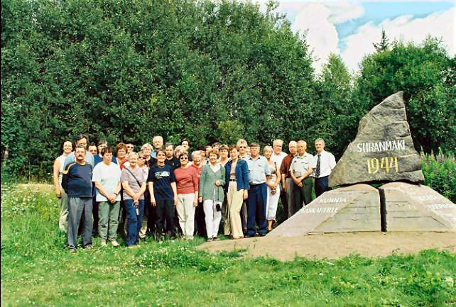 Ryhmäkuva Siiranmäellä 1.8.2004